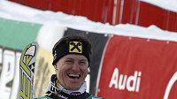 Chorvatský sjezdař Ivica Kostelič získal i malý glóbus za slalom.