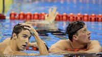 Američtí plavci Michael Phelps (vlevo) a Ryan Lochte po finále závodu na 200 metrů volný způsob.