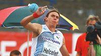 Český desetibojař Adam Sebastian Helcelet při vrhu koulí na ME atletů do 23 let v Ostravě.