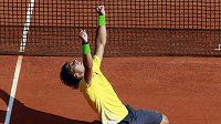 Španělský tenista Rafael Nadal se raduje z vítězství ve finále turnaje v Monte Carlu.