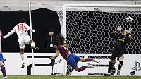 Naturalizovaný německý Brazilec Cacau otevřel v zápase Stuttgartu s Barcelonou skóre.