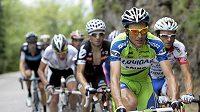 Italský cyklista Ivan Basso (vpředu) během Giro d'Italia