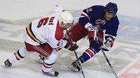 Artěm Anisimov z New York Rangers v zápase se Spartou