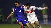 Fotbalistům Chorvatska remíza s Turky bohatě stačila. Vlevo kapitán Chorvatů Dario Srna.