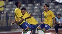 Mladí brazilští fotbalisté oslavují vítězný gól do sítě Německa