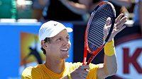 Tomáš Berdych oslavuje vítězství na Australian Open.