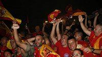 Španělští fanoušci zažili velkou a horkou noc.