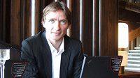 Nový manažer fotbalové reprezentace Vladimír Šmicer při on-line rozhovoru se čtenáři Sport.cz v hotelu Praha.