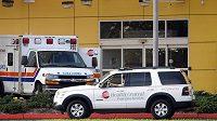 Ambulance před nemocnicí ve městě Occoee, kam byla odvezena tchyně Tigera Woodse Barbra Holmbergová.