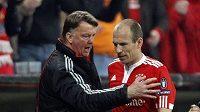 Trenér Bayernu Mnichov Louis Van Gaal (vlevo) má občas svérázné metody koučinku.