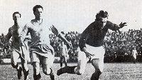 Oldřich Nejedlý (vpravo) byl s pěti góly králem střelců MS 1934 v Itálii.
