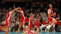 Srbští volejbalisté se radují z titulu mistrů Evropy.