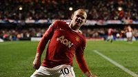 Útočník Manchesteru United Wayne Rooney se raduje z branky do sítě Chelsea.