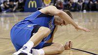 Dirk Nowitzki musel kvůli zranění odstoupit.