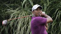Americký golfista Tiger Woods na turnaji v Akronu