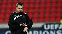 Trenér fotbalistů Plzně Pavel Vrba jako by naznačoval, že čas k odchodu na Slovensku už nazrál.