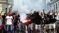 Fanoušci srbského týmu Crvena Zvezda Bělehrad zaplavili centrum Bratislavy