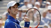 Skotský tenista Andy Murray se raduje z postupu do 2. kola US Open.