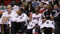 Zklamaní basketbalisté Miami na střídačce