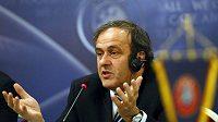 Předseda UEFA Michel Platini se opřel do FIFA a jejího prezidenta Seppa Blattera.