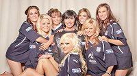 Partnerky fotbalistů Dundee nafotily erotický kalendář pro rok 2011.