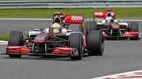 Stáj McLaren má k titulu nejdál. Naděje Lewise Hamiltona ale stále žije.