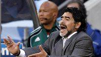 Emotivní gesta trenéra Diega Maradony na lavičce Argentiny.