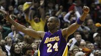 Basketbalista Los Angeles Kobe Bryant se raduje.