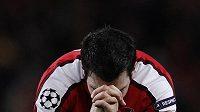Cesc Fábregas se z proměněné penalty dlouho neradoval.