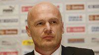 Trenér Michal Bílek měl s nominací na zaoceánské turné zase problémy.