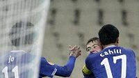 Fotbalisté Evertonu se radují z branky.
