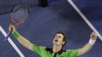 Skotský tenista Andy Murray se raduje z postupu do finále Australian Open.