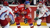 Český hokejový reprezentant Jan Bulis v utkání proti Rusku
