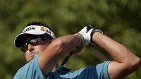 Jeden z kohoutů, australský golfista Robert Allenby