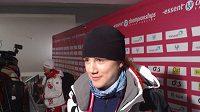Ještě odpoledne Karolína Erbanová sledovala Martinu Sáblíkovou a povídala si s novináři