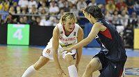 Česká basketbalistka Hana Horáková v utkání proti Korejské republice.