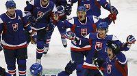 Hokejisté Slovenska se radují z vítězství nad Ruskem na OH ve Vancouveru