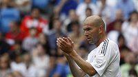 Zinedine Zidane (vlevo) v dresu Realu Madrid.