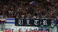 Čeští hokejisté po vítězství nad Ruskem. Výhru slavilo i zaplněné Rondo.