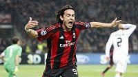 Filippo Inzaghi se raduje ze vstřeleného gólu do sítě Realu.