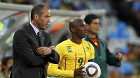 Kamerunský trenér Paul Le Guen (vlevo) a největší hvězda jeho týmu Samuel Eto'o