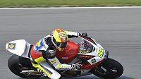 Český jezdec Lukáš Pešek na trati v Brně při volném tréninku třídy Moto2.