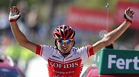 Francouz David Moncoutie oslavuje triumf v osmé etapě Vuelty - ilustrační foto.