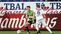 David Lafata z Jablonce a Petr Reinberk ze Slovácka v utkání 9. kola Gambrinus ligy.