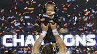 Quarterback New Orleans Saints Drew Brees se svým synem při oslavách triumfu v Super Bowlu