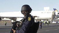 Bezpečnostní opatření na letišti v Johannesburgu.
