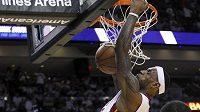 Na vítězství Miami se hlavní měrou podílel LeBron James, který nastřílel 35 bodů.