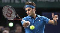 Roger Federer ve finálovém duelu na turnaji sériem Masters v Paříži porazil Jo-Wilfrieda Tsongu.