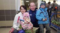Lukáš Bauer s manželkou a dětmi