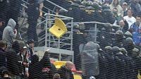 Vytrhané sedačky rozbíjely hlavy příbramským fandům